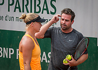 Paris, France, 28 May, 2017, Tennis, French Open, Roland Garros, Kiki Bertens (NED) with her coach Raemon Sluiter training <br /> Photo: Henk Koster/tennisimages.com