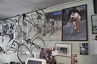- Milano, gli artigiani del quartiere Ticinese; la bottega di Giuseppe Drali, riparatore e costruttore di biciclette; ha costruito le bici dei pi&ugrave; grandi campioni italiani di ciclismo<br /> <br /> - Milan, the artisans of Ticinese district;  the workshop of Giuseppe Drali, repairer and builder of bicycles, has built the bikes of the greatest champions of Italian cycling