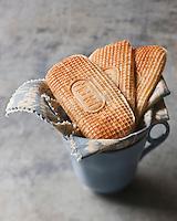 Europe/France/Nord-Pas-de-Calais/59/Nord/Lille: Gaufres Méert, Gaufres du Nord fourrées à la vanille - Stylisme : Valérie LHOMME //   France, Nord, Lille, Meert Waffles, Waffles North filled with vanilla, Stylist Valerie LHOMME