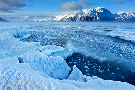 Kluane lakeshore freezes up in November