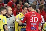 Nach einem ziemlich harten Angriff von Veszpr&eacute;ms Mirsad Terzic (Nr.30) gegen Rhein Neckar Loewe Andy Schmid (Nr.2) gab es Redebedarf beim Spiel in der Champions League, Telekom Veszprem - Rhein Neckar Loewen.<br /> <br /> Foto &copy; PIX-Sportfotos *** Foto ist honorarpflichtig! *** Auf Anfrage in hoeherer Qualitaet/Aufloesung. Belegexemplar erbeten. Veroeffentlichung ausschliesslich fuer journalistisch-publizistische Zwecke. For editorial use only.