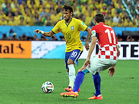 SAO PAULO - BRASIL -12-06-2014. Neymar (Izq) jugador de Brasil disputa el balón con D. Srna (Der) de Croacia en partido del Grupo A de la fase inicial jugado en el estadio Arena Corinthians en Sao Paulo por la Copa Mundial de la FIFA Brasil 2014./ Neymar (R) player of Brazil fights the ball with D. Srna (L) player of Croatiaduring the match of Group A of the initial phaseplayed at Arena Corinthians in Sao Paulo for the 2014 FIFA World Cup Brazil. Photo: VizzorImage / Alfredo Gutiérrez / Cont