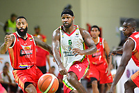 BARRANQUILLA- COLOMBIA, 13-11-2018:Kenneth Brown (Izq.) ,Eleuterio Renteria (R) jugadores de FastBreak del Valle en acción contra Troy Jones (Centro)  jugador de Titanes  de Barranquilla ,durante encuentro por La Liga Profesional de Baloncesto de Colombia 2, jugado en el coliseo Elías Chegwin de la cuidad de Barranquilla./Kenneth Brown (Left),Eleuterio Renteria  (Izq.) players of FastBreak of Valle in action against Troy Jones (Centro) of Titanes of  Barranquilla, during match for the Professional Basketball League of Colombia 2, played at the Elías Chegwin Coliseum in the city of Barranquilla. Photo: VizzorImage / Alfonso Cervantes / Contribuidor