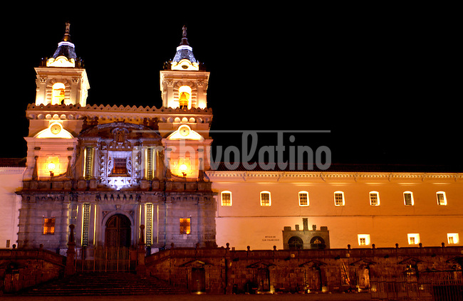 Convento de San Franscisco y  centro historico de la ciuda de Quito.+iglesia *San Francisco Church in dowtown Quito.