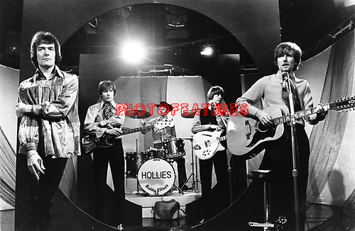 Hollies 1967 Allan Clarke, Bernie Calvert, Bobby Elliott, Tony Hicks, Graham Nash...© Chris Walter..