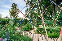 """Festival International des Jardins de Chaumont-sur-Loire (13ème) 2004 .<br /> Thème de l'année,""""Vive le chaos"""",ordre & désordre au jardin.<br /> Jardin, """"Mikado"""" par Sauvage, Gourrier & Gillier (Belgique)."""