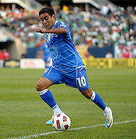 El Salvador's Eliseo Quintanilla dribbles toward the Cuba goal.  El Salvador defeated Cuba 6-1 at the 2011 CONCACAF Gold Cup at Soldier Field in Chicago, IL on June 12, 2011.