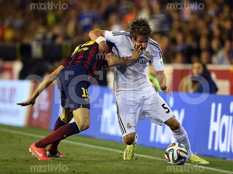 FUSSBALL  INTERNATIONAL Copa del Rey FINALE  2013/2014    FC Barcelona - Real Madrid            16.04.2014 Marc Bartra (li, Barca) gegen Fabio Coentrao (Real Madrid)