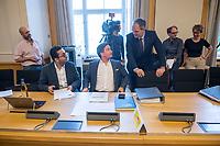 """1. Sitzungstag des Berliner """"Amri-Untersuchungsausschuss"""".<br /> Am Freitag den 14. Juli 2017 konstituierte sich der sogenannte """"Amri-Untersuchungsausschuss des Berliner Abgeordnetenhaus. Der 1. Untersuchungsausschuss der 18. Wahlperiode will versuchen die diversen Unklarheiten im Fall des Weihnachtsmarkt-Attentaeters zu klaeren.<br /> Im Bild: Der Ausschussvorsitzende Burkard Dregger, CDU (rechts, stehend) spricht mit Abgeordneten der FDP.<br /> Rechts sitzend: Marcel Luthe, Obmann und Sprecher im Ausschuss.<br /> 14.7.2017, Berlin<br /> Copyright: Christian-Ditsch.de<br /> [Inhaltsveraendernde Manipulation des Fotos nur nach ausdruecklicher Genehmigung des Fotografen. Vereinbarungen ueber Abtretung von Persoenlichkeitsrechten/Model Release der abgebildeten Person/Personen liegen nicht vor. NO MODEL RELEASE! Nur fuer Redaktionelle Zwecke. Don't publish without copyright Christian-Ditsch.de, Veroeffentlichung nur mit Fotografennennung, sowie gegen Honorar, MwSt. und Beleg. Konto: I N G - D i B a, IBAN DE58500105175400192269, BIC INGDDEFFXXX, Kontakt: post@christian-ditsch.de<br /> Bei der Bearbeitung der Dateiinformationen darf die Urheberkennzeichnung in den EXIF- und  IPTC-Daten nicht entfernt werden, diese sind in digitalen Medien nach §95c UrhG rechtlich geschuetzt. Der Urhebervermerk wird gemaess §13 UrhG verlangt.]"""