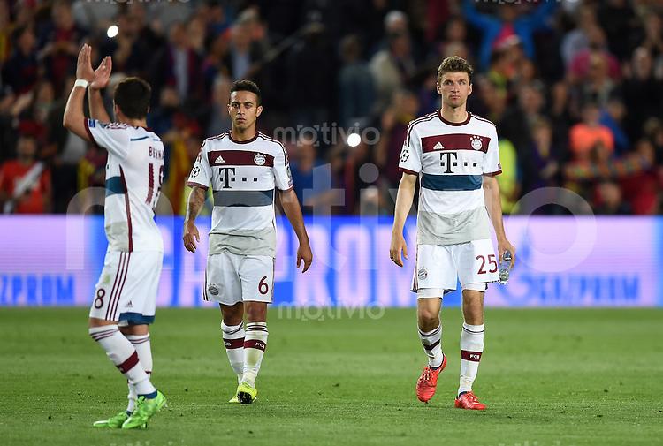 FUSSBALL CHAMPIONS LEAGUE  SAISON 2014/2015 HALBFINALE HINSPIEL FC Barcelona - FC Bayern Muenchen               06.05.2015 Juan Bernat, Thiago Alcantara und Thomas Mueller (v.l., alle FC Bayern Muenchen) sind nach dem Abpfiff enttaeuscht