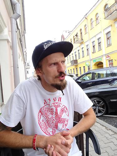 """Jaroslaw Uljanenkow wurde wegen politischen Graffittis, unter brutalen Umständen verhaftet und mit anderen vier jungne Männern in der so genannten """"Graffiti-Affäre"""" verfolgt."""