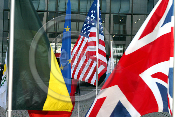 BRUSSELS - BELGIUM - 21 FEBRUARY 2005 --EU-US Summit--From left the national flags, Belgium, EU, US and United Kingdom in the yard of The European Council building. --  PHOTO: ERIK LUNTANG / EUP-IMAGES