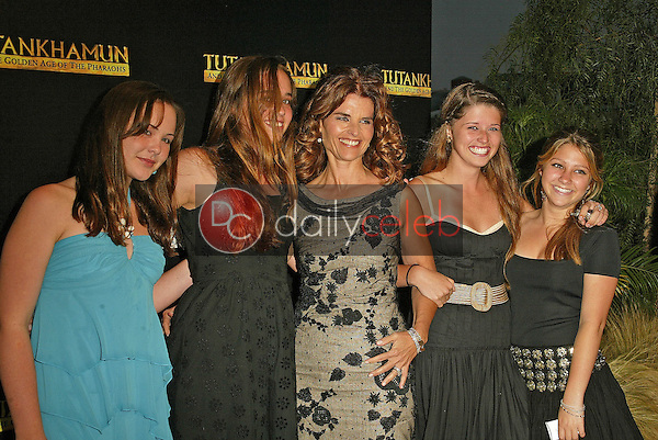 Maria Shriver and kids and friends<br /> at the King Tut Returns to LACMA for a Five-Month Engagement, LACMA, Los Angeles, CA 06-15-05<br /> David Edwards/DailyCeleb.Com 818-249-4998