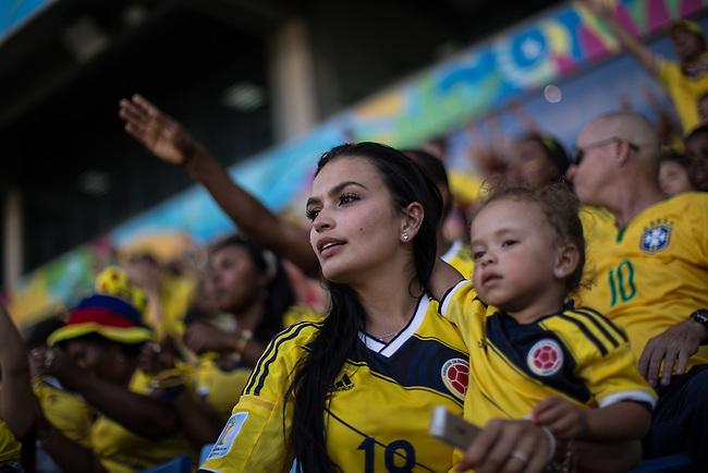 Con emocion y alegria la hinchada colombiana lleno las tribunas del estadio Arena Pantanal en Cuiaba  el 24 Junio 2014. Con una contundente victoria 4-1 sobre Jap&mdash;n, Colombia se consagr&mdash; primero en el Grupo C ganando todos los partidos disputados hasta ahora.<br /> <br />   Lorenzo Moscia/Archivolatino<br /> <br /> lCOPYRIGHT: Archivolatino<br /> Solo para uso editorial, prohibida su venta y su uso comercial.eccion Colombia en Brasilia