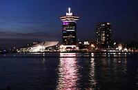Nederland Amsterdam 2018. De IJ-oever in Amsterdam-Noord. Film Instituut EYE en de A'DAM Toren. Foto Berlinda van Dam / Hollandse Hoogte