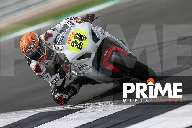 Tim NEAVE (28) of the Pirelli National Superstock 1000 Championship in association with Black Horse NSR (Sukuki) race team during Free Practice 1 at Round 9 of the 2018 British Superbike Championship at Silverstone Circuit, Towcester, England on Friday 7 September 2018. Photo by David Horn.
