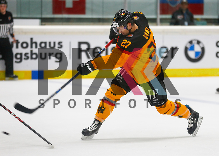 Schlagschuss von Sebastian UVIRA (Deutschland),<br /> <br /> Eishockey, Deutschland-Cup 2015, Augsburg, Deutschland vs. Slowakei, 07.11.2015,<br /> <br /> Foto &copy; PIX-Sportfotos *** Foto ist honorarpflichtig! *** Auf Anfrage in hoeherer Qualitaet/Aufloesung. Belegexemplar erbeten. Veroeffentlichung ausschliesslich fuer journalistisch-publizistische Zwecke. For editorial use only.