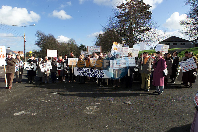 Protesters outside the meeting of the North Eastern Health Board in Kells on Monday..Picture Paul Mohan Newsfile
