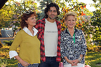 Susan Sarandon, Adrian Grenier and Bette Midler attending Bette Midler's New York Restoration Project's 11th annual Spring Picnic on The Cloisters Lawn at Fort Tryon Park in New York, 31.05.2012..Credit: Rolf Mueller/face to face /MediaPunch Inc. ***FOR USA ONLY***
