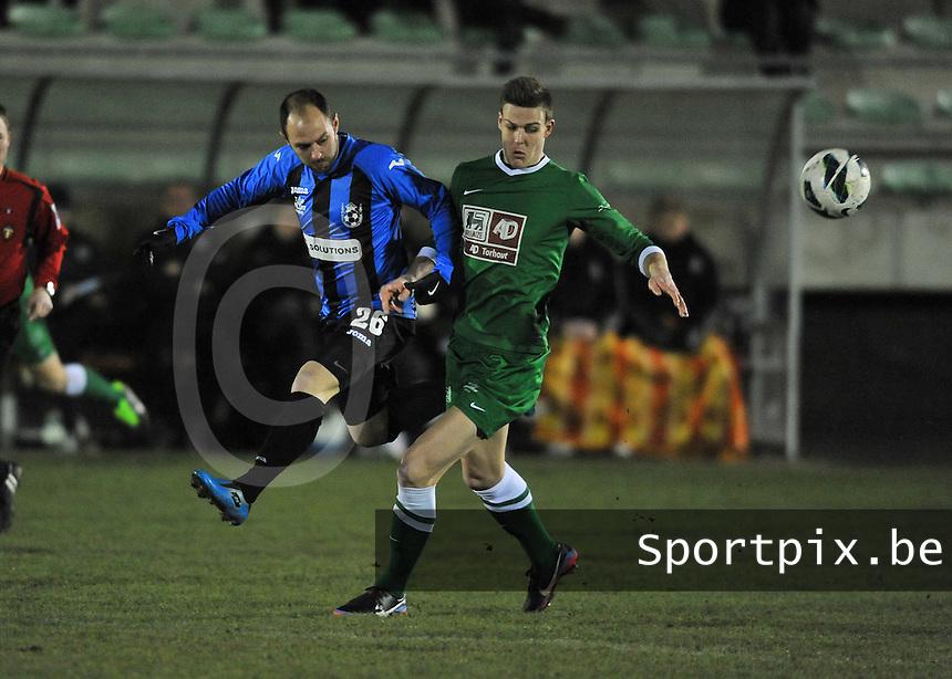 Torhout KM - VW Hamme : duel om de bal tussen Fabiano Scarpino (links) en Ruben Pyck.foto VDB / BART VANDENBROUCKE