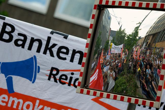 Blockupy-Demonstration in Frankfurt am Main.<br /> Bis zu 25.000 Menschen beiteiligten sich am Samstag den 19. Mai 2012 in Frankfurt am Main an einer Demonstration der Blockupy-Bewegung, nachdem die Stadt Frankfurt jegliche Proteste in den Tagen vor Demonstration vollstaendig verboten hatte. Die Demonstration wurde von 5.000 Polizeibeamten begleitet. Zu den befuerteten Ausschreitungen kam es nicht. Mehere tausend Demonstrationsteilnehmer kamen aus Italien, England, Frankreich und den Niederlanden.<br /> 19.5.2012, Frankfurt/Main<br /> Copyright: Christian-Ditsch.de<br /> [Inhaltsveraendernde Manipulation des Fotos nur nach ausdruecklicher Genehmigung des Fotografen. Vereinbarungen ueber Abtretung von Persoenlichkeitsrechten/Model Release der abgebildeten Person/Personen liegen nicht vor. NO MODEL RELEASE! Nur fuer Redaktionelle Zwecke. Don't publish without copyright Christian-Ditsch.de, Veroeffentlichung nur mit Fotografennennung, sowie gegen Honorar, MwSt. und Beleg. Konto: I N G - D i B a, IBAN DE58500105175400192269, BIC INGDDEFFXXX, Kontakt: post@christian-ditsch.de<br /> Bei der Bearbeitung der Dateiinformationen darf die Urheberkennzeichnung in den EXIF- und  IPTC-Daten nicht entfernt werden, diese sind in digitalen Medien nach &sect;95c UrhG rechtlich geschuetzt. Der Urhebervermerk wird gemaess &sect;13 UrhG verlangt.]