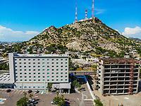 Hampton Inn by Hilton Hermosillo  y Cerro de la Campana. <br /> Paisaje urbano, paisaje de la ciudad de Hermosillo, Sonora, Mexico. Hotel Hilton en el vado del Rio. <br /> Urban landscape, landscape of the city of Hermosillo, Sonora, Mexico.<br /> (Photo: Luis Gutierrez /NortePhoto)