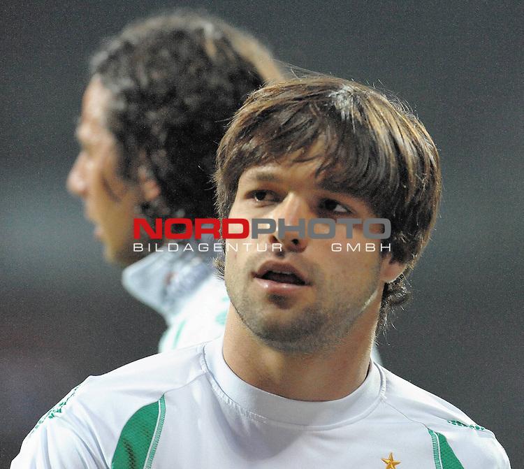 UEFA CUP 2008/2009<br /> Viertelfinale 1/4 Weserstadion 09.04.2009<br /> Werder Bremen (GER) - Udinese Calcio (ITA) 3:1 ( 1:0 )<br /> <br /> vorne Diego ( Bremen BRA #10 ) hinten Claudio Pizarro ( Bremen #24 )<br /> <br /> Foto &copy; nph (  nordphoto  )