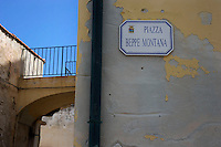 Isola di Pianosa. Pianosa Island. .Le targhe stradali dedicate ai morti ammazzati dalla mafia..The street signs dedicated to the dead killed by the Mafia..Piazza Beppe Montana...