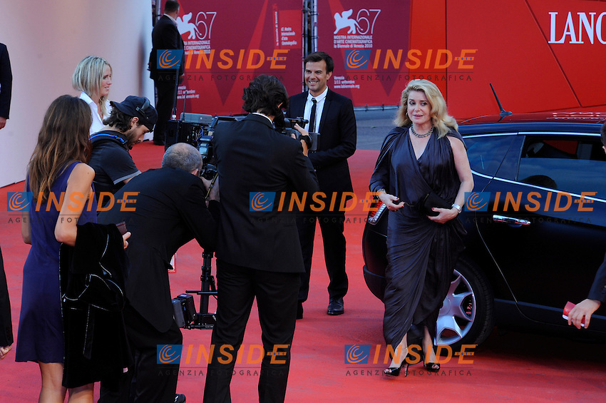 "- ""67 Mostra Internazionale D'Arte Cinematografica"". Saturday, 2010 September 04, Venice ITALY..- In The Picture: The film director Francois Ozon and Catherine Deneuve on the red carpet for the premiere of the film  ""POTICHE""...Photo STEFANO MICOZZI / Insidefoto"