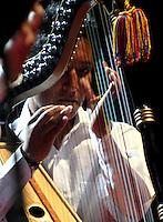 CARTAGENA-COLOMBIA-10-01-2013. El colombiano Elvis Diaz con el arpa en su presentacion en la Sociedad Portuaria Cartagena de Indias  en el VII Festival Internacional de Musica de Cartagena. The Colombian Elvis Diaz with the harp in his presentation at the Port Authority in Cartagena International Music Festival VII Cartagena. (Photo: VizzorImage)..........