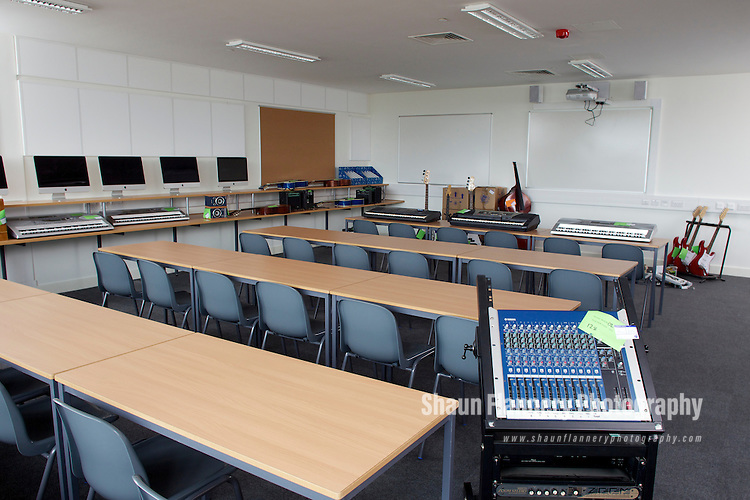 Pix: Shaun Flannery/shaunflanneryphotography.com...COPYRIGHT PICTURE>>SHAUN FLANNERY>01302-570814>>07778315553>>..4th April 2012..Wates Construction Yorkshire..Internal images of new class rooms at Campsmount Technology College, Campsall.