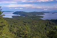 WASJ_D239 - USA, Washington, San Juan Islands, View south from Little Summit in Moran State Park on Orcas Island towards Obstruction Island, Blakely Island and Decatur Island.