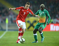 Fussball International  Freundschaftsspiel   14.11.2012 Oesterreich - Elfenbeinkueste Marko Arnautovic (li, Oesterreich) gegen Arouna Kone (Elfenbeinkueste)
