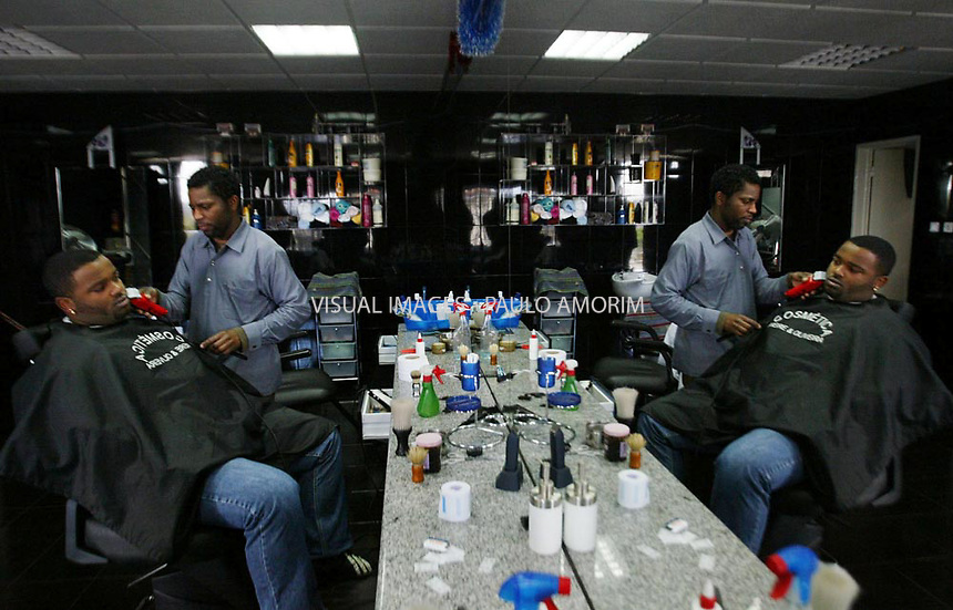 Hairdresser  of Cabo Verde working  in Cova da Moura problematic part of Lisbon, were imigrants of african origen  live in Lisbon 16 Febraury 2006.