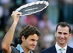Switzerland's Roger Federer and Spain's crown pronce Felipe de Borbon during Madrid Open winner ceremony. May 17, 2009. (ALTERPHOTOS/Alvaro Hernandez)
