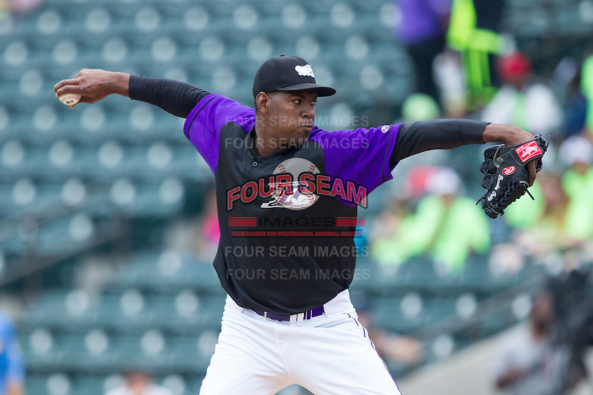Winston-Salem Dash starting pitcher Braulio Ortiz (35) in action against the Myrtle Beach Pelicans at BB&T Ballpark on May 7, 2014 in Winston-Salem, North Carolina.  The Pelicans defeated the Dash 5-4 in 11 innings.  (Brian Westerholt/Four Seam Images)