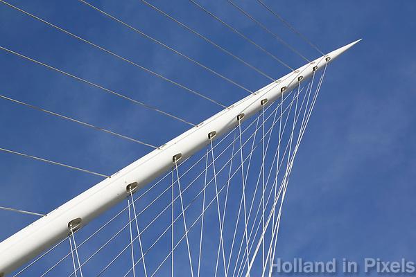 Nederland Hoofddorp  2017.  De Luit. De brug is ontworpen door Calatrava. Detail.  Foto Berlinda van Dam / Hollandse Hoogte