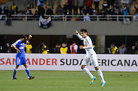 ATENÇÃO EDITOR: FOTO EMBARGADA PARA VEÍCULOS INTERNACIONAIS - SÃO PAULO, SP, 26 DE SETEMBRO DE 2012 - FINAL DA RECOPA SULAMERICANA - SANTOS x UNIVERSIDAD DE CHILE: Neymar comemora gol durante partida Santos x Universidad de Chile, válida final da Recopa Sulamericana no Estádio do Pacaembú em São Paulo. FOTO: LEVI BIANCO - BRAZIL PHOTO PRESS