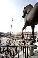 The bronze Horses of St. Mark, on the balcony of St. Mark's Basilica, with square below, in Venice.<br /> La quadriga dei cavalli di bronzo, sulla Loggia della Basilica di San Marco, con la piazza sullo sfondo, a Venezia.<br /> UPDATE IMAGES PRESS/Riccardo De Luca
