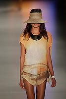SAO PAULO, SP, 14 JUNHO 2012 - SPFW DESFILE GRIFE OSKLEN - Desfile da grife Osklen durante a 33ª edição do São Paulo Fashion Week Verão 2013, nesta quinta-feira, 14.  FOTO: VANESSA CARVALHO - BRAZIL PHOTO PRESS.