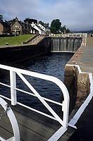 Europe/Grande Bretagne/Ecosse/Highland/Fort Augustus : Le canal calédonien et une de ses six écluses qui traverse le village