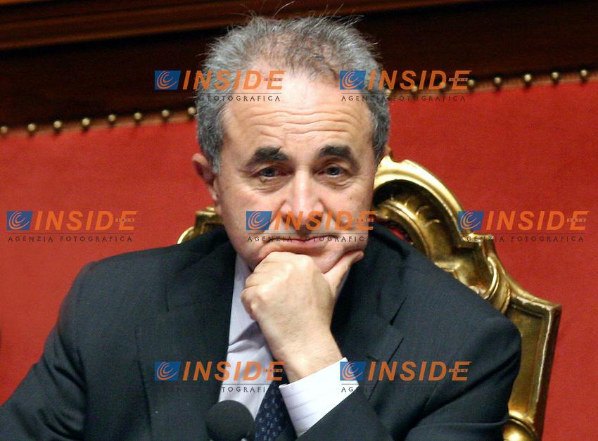 Roma, 19-05- 2006  Senato:Votazione per la Fiducia<br /> Nella foto il ministro degli Interni Arturo Parisi<br /> Photo Serena Cremaschi Insidefoto