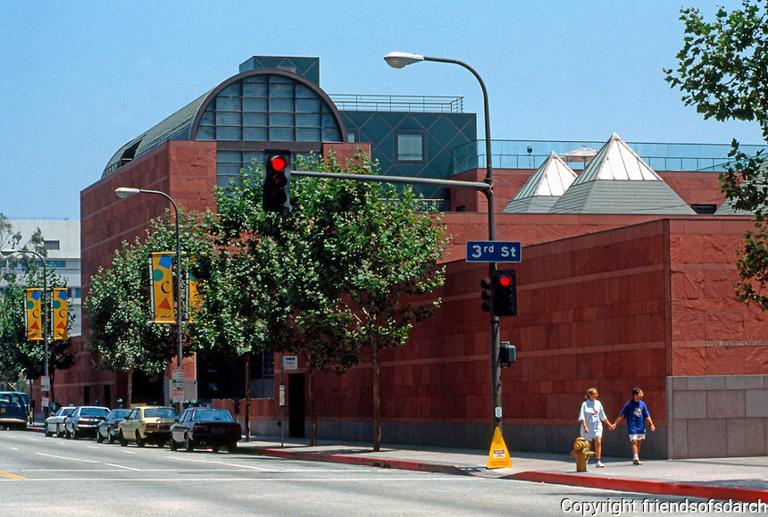 Los Angeles: Museum of Contemporary Art, 1984-86. Arata Isozaki.  Photo Aug. '91.