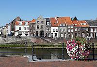Huizen aan de De Roer in Roermond. Aaskade