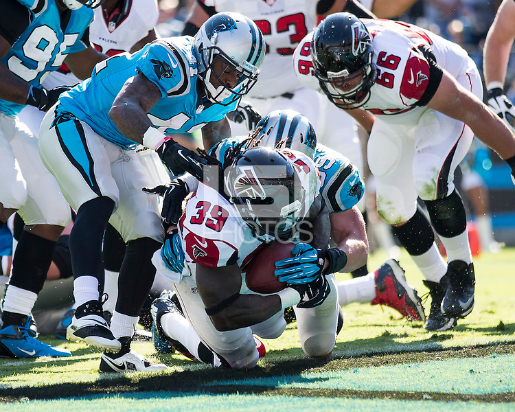 The Carolina Panthers defeated the Atlanta Falcons 34-10 in an inter-division rivalry played in Charlotte, NC at Bank of America Stadium.  Atlanta Falcons running back Steven Jackson (39) runs for a touchdown.
