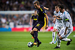 Harry Kane of Tottenham Hotspur FC (L) fights for the ball with Sergio Ramos of Real Madrid (R) during the UEFA Champions League 2017-18 match between Real Madrid and Tottenham Hotspur FC at Estadio Santiago Bernabeu on 17 October 2017 in Madrid, Spain. Photo by Diego Gonzalez / Power Sport Images
