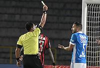 BOGOTA - COLOMBIA -08 -02-2017: Julio Bascuñan (CHI), arbitro, muestra la tarjeta amarilla a Andres Cadavid de Millonarios durante partido entre Millonarios de Colombia y Atletico Paranaense de Brasil, por la segunda fase, llave 1 de la Copa Conmebol Libertadores Bridgestone 2017 jugado en el estadio Nemesio Camacho El Campin, de la ciudad de Bogota. / Julio Bascuñan (CHI), referee, swows the yellow card to Andres Cadavid of Millonarios during a match between Millonarios of Colombia and Atletico Paranaense of Brasil, for the second phase, key1, of the Conmebol Copa Libertadores Bridgestone 2017 played at Nemesio Camacho El Campin in Bogota city. Photo: VizzorImage / Gabriel Aponte / Staff.