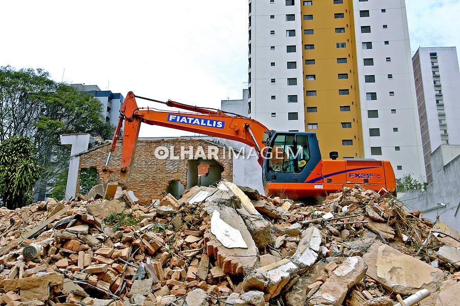 Contrução de prédio em Perdizes, São Paulo. 2004. Foto de Juca Martins.