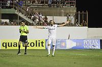 MOGI MIRIM, SP, 04 de MAIO 2013 - Edu Dracena comemora gol em penaltes durante a Semifinal Mogi Mirim x Santos no Estadio Romildo Vitor Gomes Ferreira (Romildao) em Mogi Mirim  (FOTO: ADRIANO LIMA / BRAZIL PHOTO PRESS).