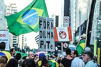 SÃO PAULO,SP, 20.03.2016 - PROTESTO-SP - Movimentação na Avenida Paulista, onde manifestantes contrários ao governo Dilma são vistos em diversos pontos, principalmente em frente ao prédio da Fiesp, onde um grupo permanece acampado neste domingo, 20. (Foto: Amauri Nehn/Brazil Photo Press)